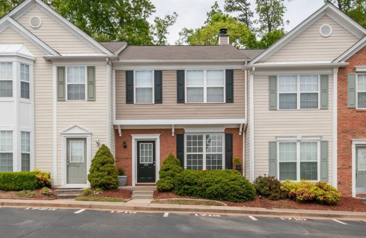 alpharetta-townhomes-in-briargate-neighborhood